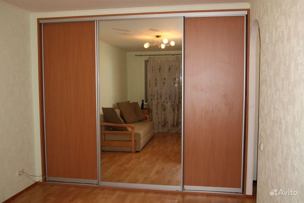 Купить стеклянные зеркальные раздвижные двери-купе для шкафо.