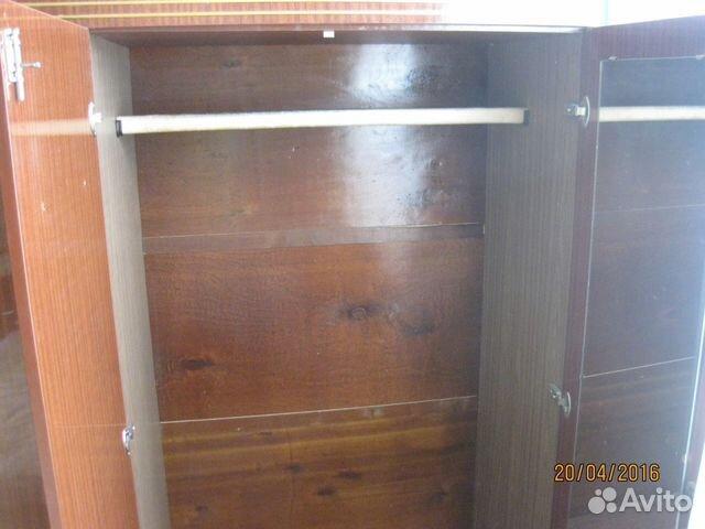 Трехстворчатый шкаф с антресолью
