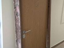 Входная железная дверь от застройщика